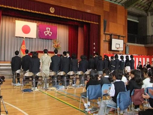 制服で卒業式