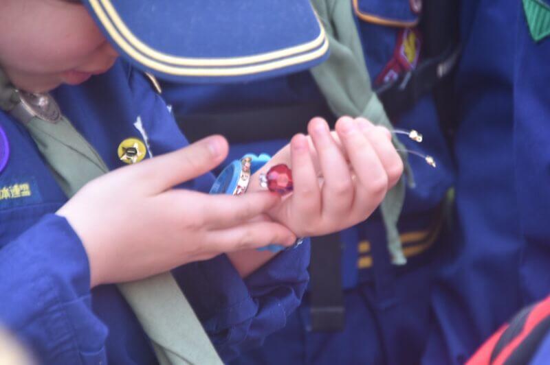 赤いキラ玉